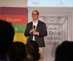 David Höffler pitcht PulseShift in Stuttgart